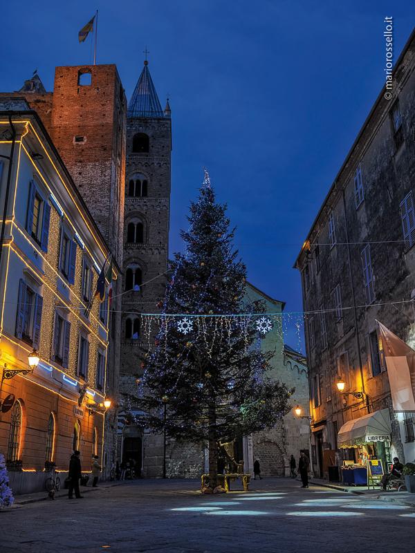 La rivista dei cittadini ingauni Albenga Speciale Natale 2012
